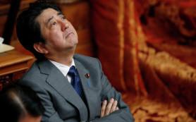 Премьер Японии может не поехать на празднование Победы в Москву