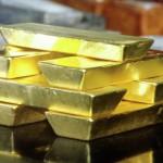 Золото дешевеет на фоне укрепляющегося доллара