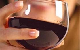 Вино повышает риск развития рака груди