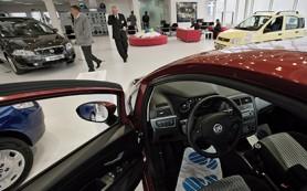 Продажи легковушек в России упали на 30 процентов