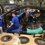 Выпуск легковых автомобилей в России сократился на 26 процентов