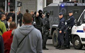 Посольство России изучает данные о задержании российских фанатов в Лилле