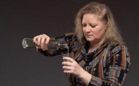 Чрезмерное употребление алкогольных напитков способствует снижению фертильности у женщин