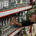 Средний класс в России перешел с виски на водку