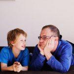 Как позднее отцовство вредит детям