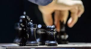 Шахматные фигуры на доске Тань Чжунъи сократила отставание в матче за шахматную корону против Цзюй Вэньцзюнь