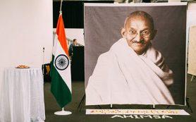 Более тысячи человек посетили в Москве выставку посвященную Махатме Ганди