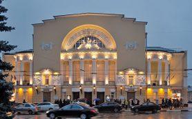 Актеры театра имени Волкова пожаловались Мединскому на директора