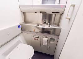Туалеты в самолетах могут стать намного больше