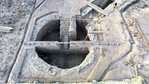 Рядом с «Воином Грифона» нашли ещё две гробницы