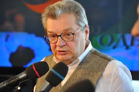 Телеведущий Александр Беляев перенес операцию