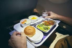 Эксперт называет причину, по которой еда в самолете может быть вредной для здоровья