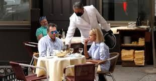 В Нью-Йорке рестораны будут добавлять к сумме чека доплату за коронавирус