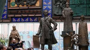 Церетели открыл еще один памятник Петру I в Москве