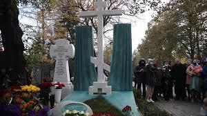 Памятник Марку Захарову открыли на Новодевичьем кладбище