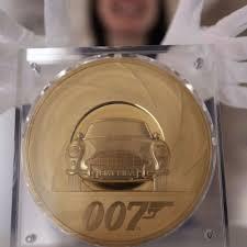 Британский монетный двор выпустил коллекционную монету в честь агента 007
