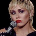 Майли Сайрус выпустила новый альбом Plastic hearts в стиле 1980-х