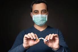 Почему курение осложняет COVID-19