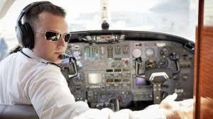 Стюардесса рассказала, почему пилотам нельзя носить усы и бороду