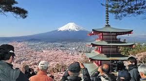Япония планирует открыть границы весной для небольших групп туристов