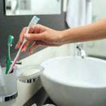 Попадают ли бактерии с унитаза на зубную щётку в совмещенных санузлах?