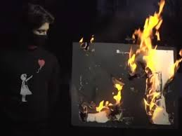 Зачем сожгли картину Бэнкси за 95 тысяч долларов