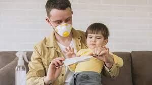 Наличие ребенка в доме может влиять на связанные с COVID-19 риски у взрослых