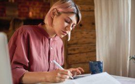 Блокнот и ручка оказались эффективнее гаджетов для запоминания информации