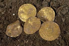 Редкие золотые монеты периода «Черной смерти» найдены в Англии