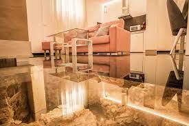 Апартаменты со стеклянным полом над руинами римских бань в городе Мерида