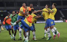Бразилия набрала девять очков в трех турах и вышла в плей-офф Кубка Америки