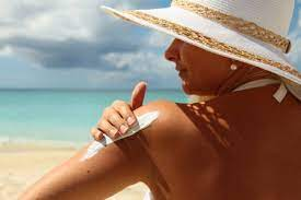 Эксперты обнаружили опасный канцероген в 78 солнцезащитных средствах