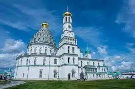 Названы самые популярные у туристов храмы и монастыри Подмосковья
