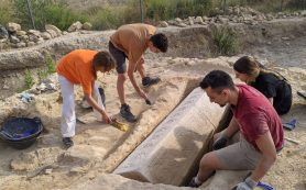 В римском некрополе обнаружен саркофаг с сакральным символом Христа