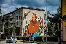 В Старой Руссе появились муралы с героями Достоевского