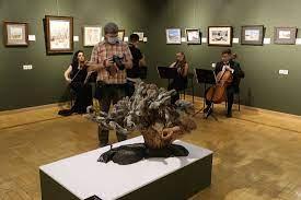 В Казани открылась выставка изделий из дерева и картин Сергея Шойгу