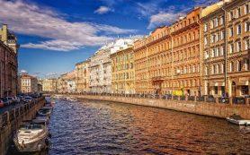 В Петербурге вакцинировали больше половины сотрудников отелей