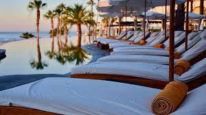 Эксперт рассказал о ценах на туры на популярные курорты в бархатном сезоне