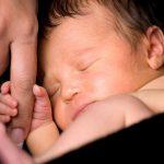 Голос матери действует как обезболивающее на недоношенного ребенка